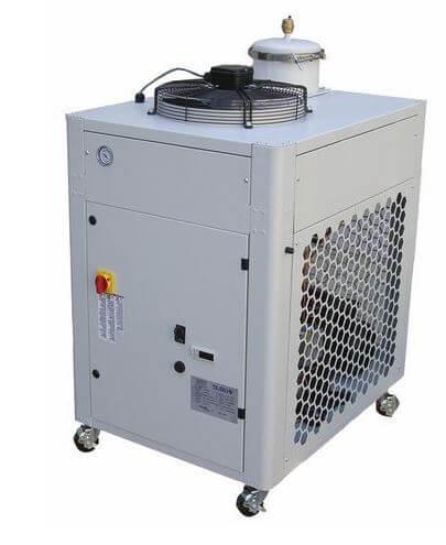 Oil chiller system